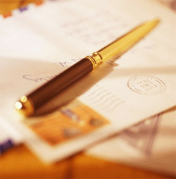 An image of an envelope and pen